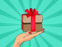 De doos van de gift ter beschikking met rode boog en linten Stock Foto's