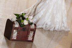 De doos van het huwelijk met bruid Stock Fotografie