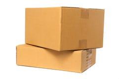 De doos van het karton die op witte achtergrond wordt geïsoleerdn Stock Afbeelding