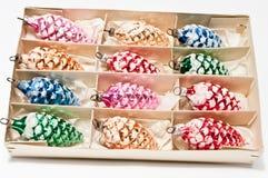 De doos van het karton en Kerstmisdecoratie Royalty-vrije Stock Fotografie