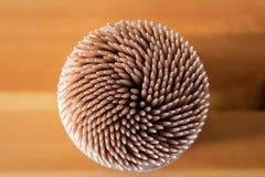De doos van houten tandenstokers hoogste mening - Beeld royalty-vrije stock foto's
