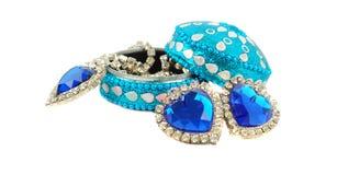De doos van juwelen met blauwe harten. Stock Fotografie