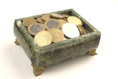 De doos van juwelen met muntstukken Stock Fotografie