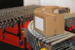 De doos van transportbandrollen Stock Afbeeldingen