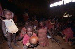 De dorpsbewoners van Karamojong, Oeganda stock fotografie