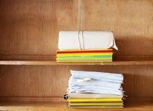 De dossieromslagen, bladen van document op schorten op royalty-vrije stock fotografie
