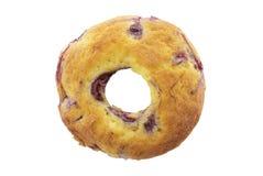 De doughnut van de bosbessenjam op een witte achtergrond wordt geïsoleerd die Stock Foto