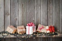 De dozen en de lichten van de Kerstmisgift Stock Foto