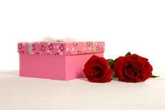 De dozen en de rozen van de gift stock fotografie