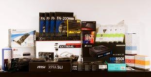 De dozen van computerdelen klaar voor nieuwe bouwstijl stock foto