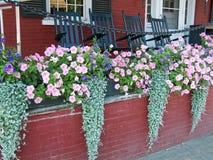 De Dozen van de bloem op Portiek Royalty-vrije Stock Fotografie