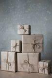 De dozen van de Kerstmisgift met kant en sterren, levensstijl, vakantie, gift worden, vieren, het begroeten verfraaid die Royalty-vrije Stock Fotografie