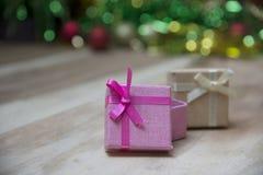 De dozen van de nieuwjaargift, Gradiëntachtergrond Royalty-vrije Stock Foto