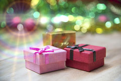 De dozen van de nieuwjaargift, Gradiëntachtergrond Stock Foto's