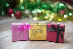 De dozen van de nieuwjaargift, Gradiëntachtergrond Royalty-vrije Stock Foto's