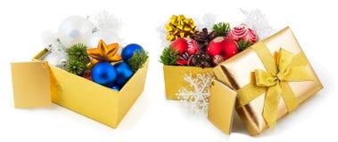De dozen van de nieuwjaargift met decoratie Stock Afbeeldingen