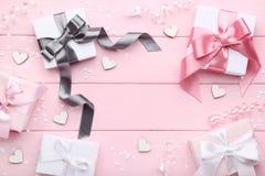 De dozen van de gift met lint stock foto's