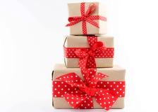 De dozen van de gift op witte achtergrond Royalty-vrije Stock Afbeeldingen