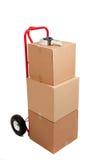 De dozen van het karton op een rode handvrachtwagen Stock Fotografie