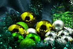 De dozen van de Kerstmisgift met decoratie Royalty-vrije Stock Afbeelding