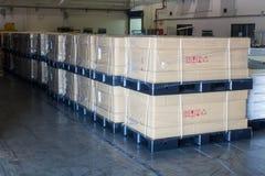 De dozen verpakken klaar voor verzending bij in pakhuis Royalty-vrije Stock Afbeelding