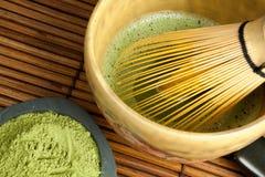 De draad van het bamboe zwaait en Japanse thee Stock Foto's