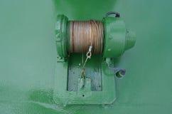 De draad van het staal op een groene kabeltrommel aan boord van een schip Royalty-vrije Stock Foto