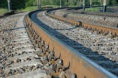 De draaien van de spoorweg aan het recht royalty-vrije stock afbeeldingen