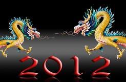 De draak die met 2012 vliegt, verglaast zwarte achtergrond Stock Foto