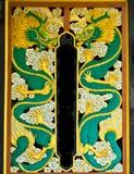 De draak snijdt gouden verf Stock Foto's