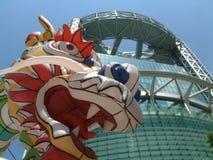 De Draak van het festival en Jongno Toren, Seoel Royalty-vrije Stock Afbeeldingen