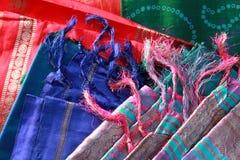 De draden en de stof van de zijde stock foto
