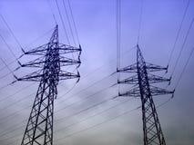 De Draden van de Elektriciteit van de hoogspanning Stock Afbeeldingen