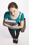 De dragende boeken van de student en boekzak Stock Foto