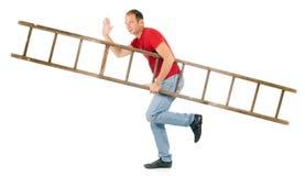 De dragende ladder van de mens stock afbeelding