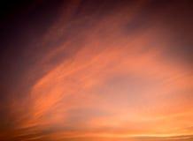 De dramatische oranje toon van de wolkenzonsondergang Stock Foto