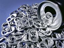 De drank kan met Stapel van Lusjes voor Recycling stock foto's