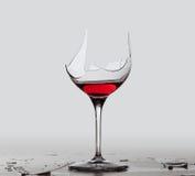 De drank rode wijn van de demon in glas Stock Afbeeldingen