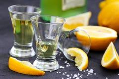 De drank van de alcoholcitroen stock afbeeldingen