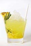 De drank van de ananascocktail met ijs en rozemarijn Stock Fotografie