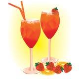 De drank van de zomer met aardbeien Stock Afbeeldingen