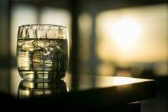 De Drank van het zonsondergangeiland royalty-vrije stock afbeeldingen