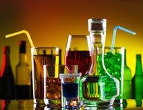 De dranken en de cocktails van de alcohol royalty-vrije stock afbeelding