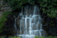 De draperende waterval Stock Fotografie