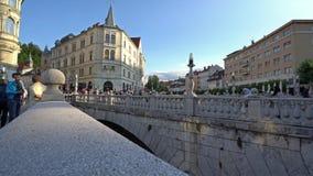 De drie bruggen in Ljubljana stock videobeelden
