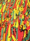 De drie stoffenkleur verpakt de oude boom, een overtuiging in geesten, Thailand stock foto's