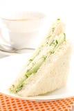 De driehoekige sandwich met komkommer Stock Afbeelding