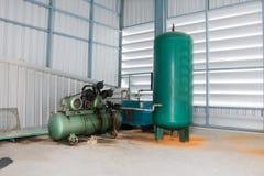 De drievoudige Compressoren van de Cilinder Vergeldende Lucht op Industrie Stock Afbeeldingen