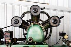 De drievoudige Compressoren van de Cilinder Vergeldende Lucht op Industrie Royalty-vrije Stock Foto