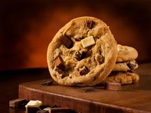 De drievoudige koekjes van de chocoladebrok Royalty-vrije Stock Afbeelding